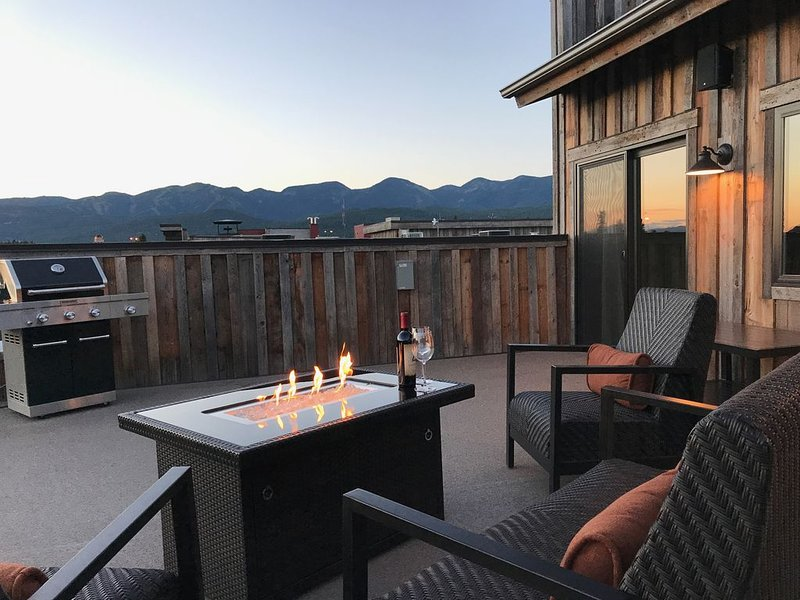 Luxury Whitefish Penthouse in Downtown Whitefish! Sleeps 6!!, aluguéis de temporada em Whitefish