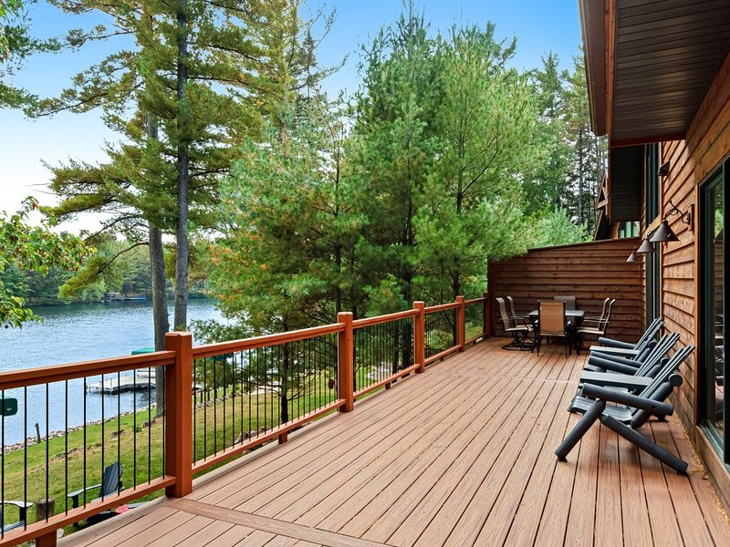 Gorgeous dog-friendly home w/ a full kitchen, outdoor fire pit with lake view, vacation rental in Manitowish Waters