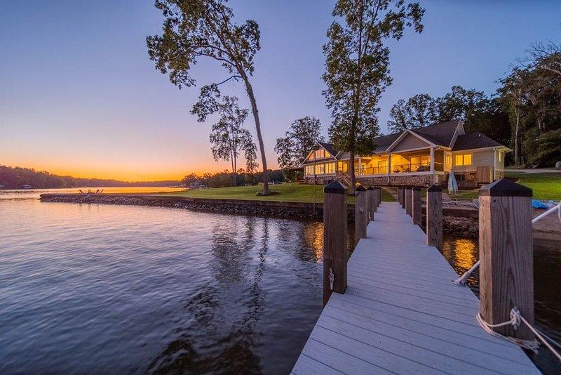 Little Acorn Luxury - Sunset and Sunrise Views - Video Tour!, alquiler vacacional en Mooresville