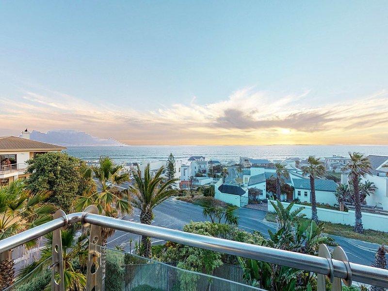 Upscale, ocean view home w/ indoor pool, decks & yard - walk to Big Bay Beach!, alquiler de vacaciones en Melkbosstrand