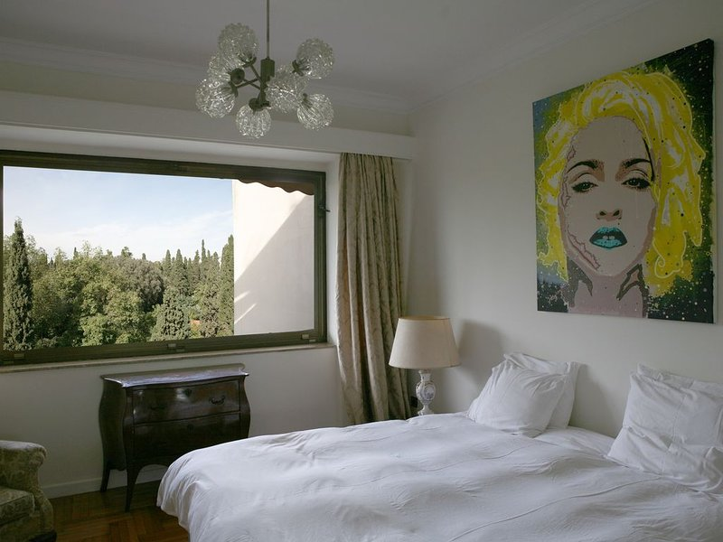 Main bedroom with king size double bed (can be set up as two singles)