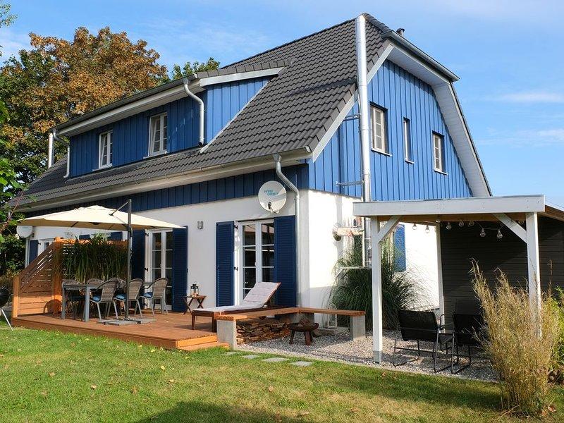 Fräulein Meer-Dein Ferienhaus auf Rügen: Familienurlaub 6 Erw. und 2 Kinder, holiday rental in Altefahr