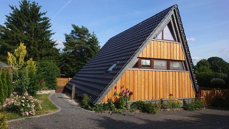 Ferienhaus Eifel nähe Freilinger See mit Freibad Tennisplätzen Minigolf, holiday rental in Insul
