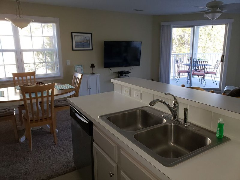 Updated condo with beautiful view!, vacation rental in Calabash