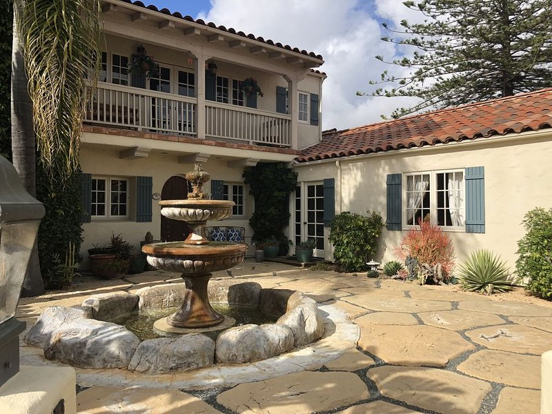 Beautiful, spacious, sunny courtyard studio with fountain in Foothill Estate, vacation rental in Santa Barbara
