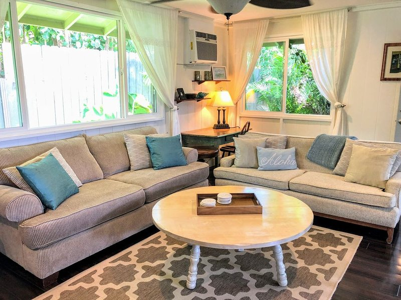Charming Cottage at Sunset • Walk to the Beach, holiday rental in Haleiwa