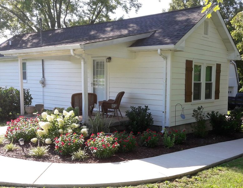Urban farm on 10 acres 15 minutes to downtown Nashville, holiday rental in Old Hickory