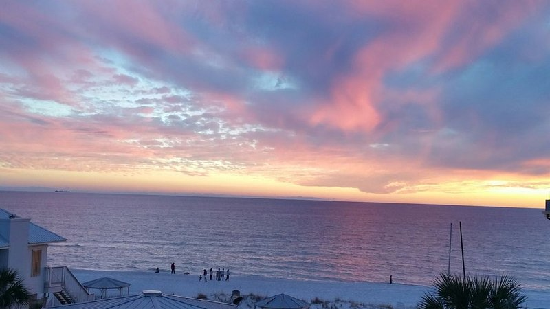 5 STAR, HIGH END HOME WITH A GORGEOUS BEACH AND GULF WAITING FOR YOU, holiday rental in Panama City Beach