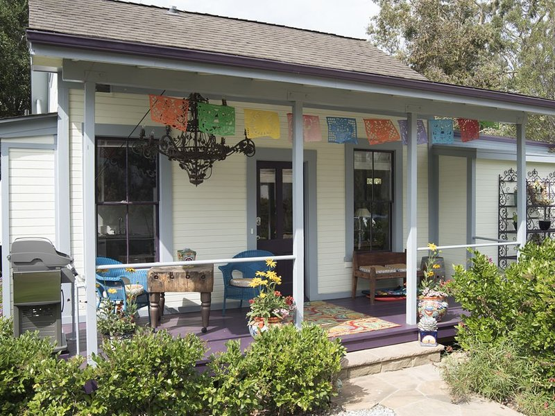 Downtown Retreat - Fabulous 'outBACK' Cottage, holiday rental in Santa Barbara