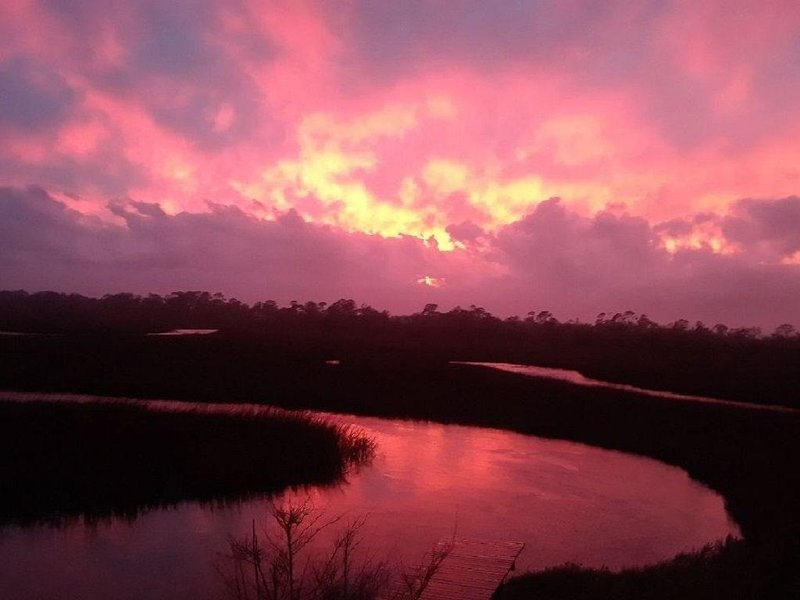 Sunset Isle-Quiet -Great Views - Kayak,Crab or Fish Off Dock, vacation rental in Tybee Island
