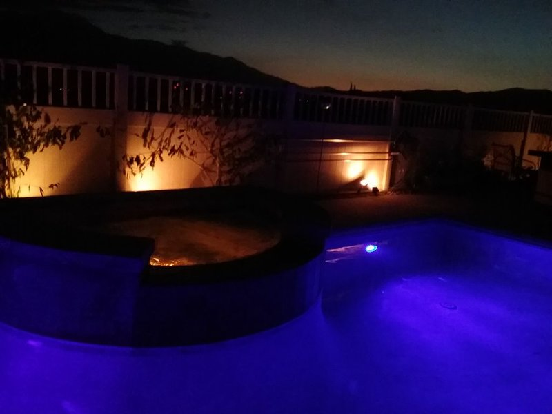 Pvt Oasis + Million $ View/ 3Bed/3Bth/Pool/Spa/BBQ/Misters Min to Palm Springs!, alquiler de vacaciones en Morongo Valley