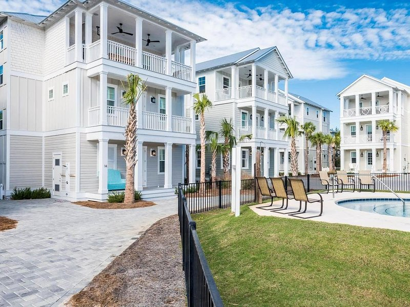 Beachside of 30A -.2 mile walk to  beach Perfect Reviews, 2 blocks to Rosemary,, vacation rental in Inlet Beach