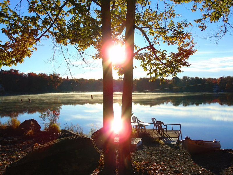 BETTER TO WAKE AT THE LAKE 1 -Beautiful Lakefront House, vacation rental in Tobyhanna