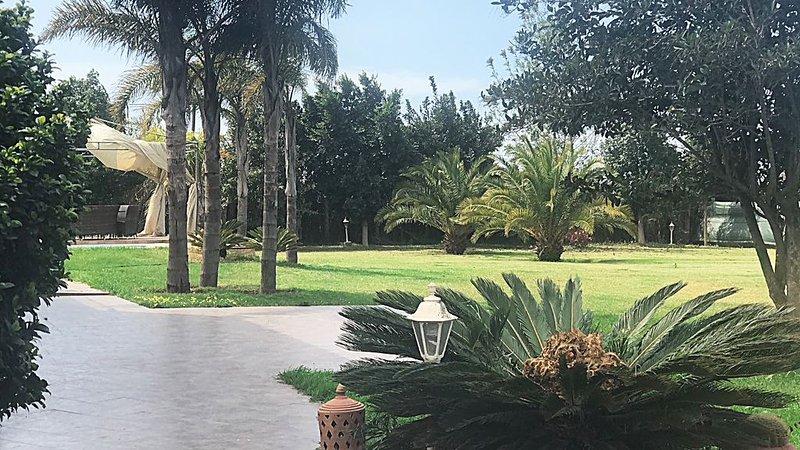 SOMPTUEUSE VILLA  À 15MN  DE  CASABLANCA AVEC  PISCINE ET SANS VIS A VIS, holiday rental in Casablanca-Settat