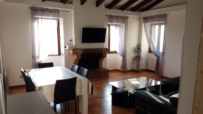 2 à 8P - Appart. 4 Pièces - 82m² - Sartène - Corse du Sud, location de vacances à Sartène