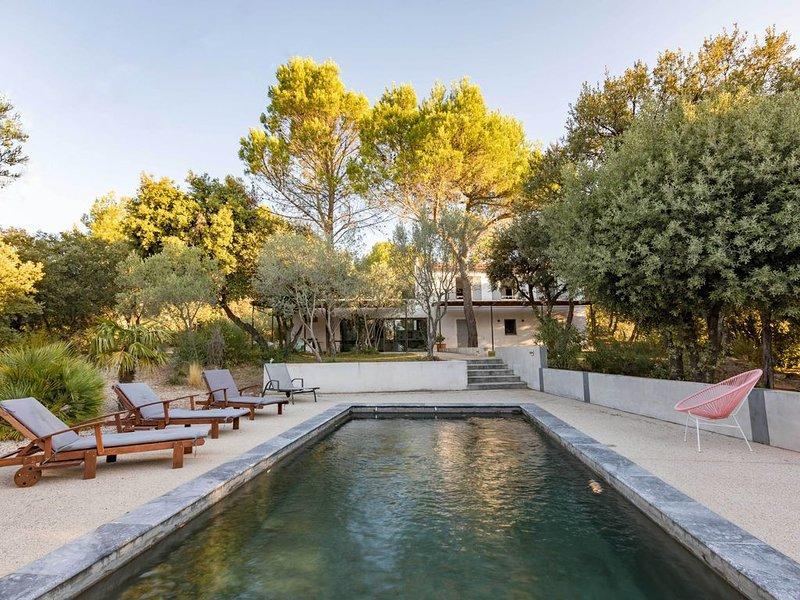Belle demeure familiale contemporaine au milieu des vignes et des oliviers, location de vacances à Uchaux