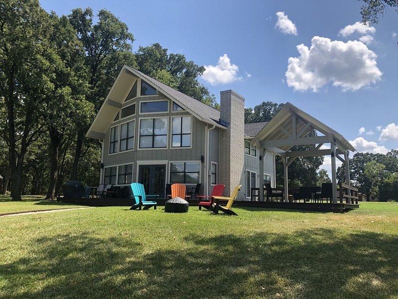 New Listing!! Beautiful Lake Getaway on Cedar Creek Reservoir  - WATERFRONT!!, holiday rental in Trinidad