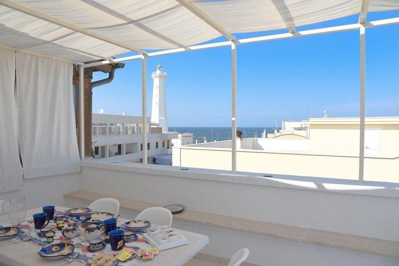 Apartment mit großer Terrasse mit Meerblick - La Terrazza di Alcino, holiday rental in Savelletri