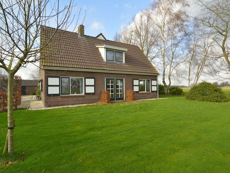 Detached atmospheric farmhouse with large garden and privacy near Dalfsen, Ferienwohnung in Punthorst