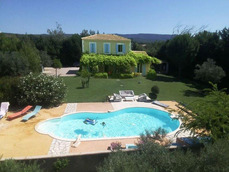 PROMOTION, Bastide neuve,Jacuzzi *, terrain 10 km2, l'Isle sur la Sorgue, Ferienwohnung in Vaucluse