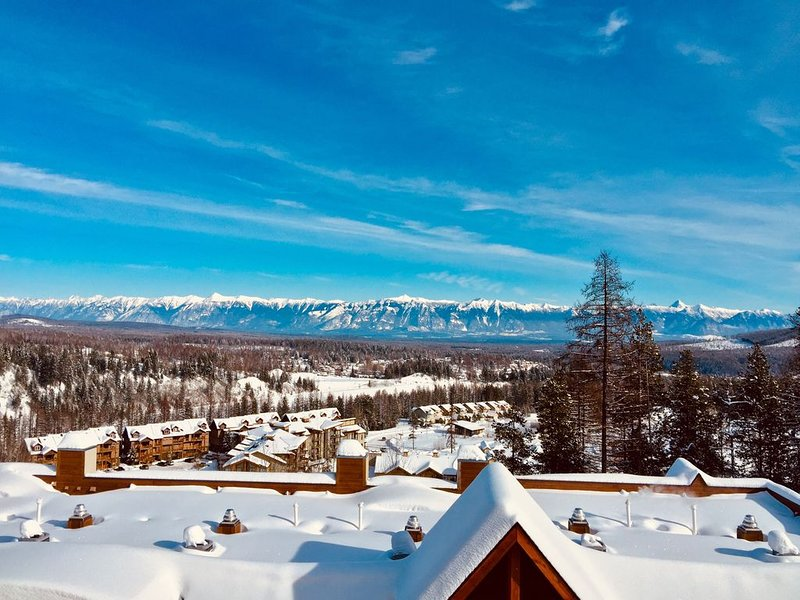 Skiing/ Golfing Condo, Ski In/ Out, A/C, Private Hot Tub, Stunning Views!, holiday rental in Kimberley
