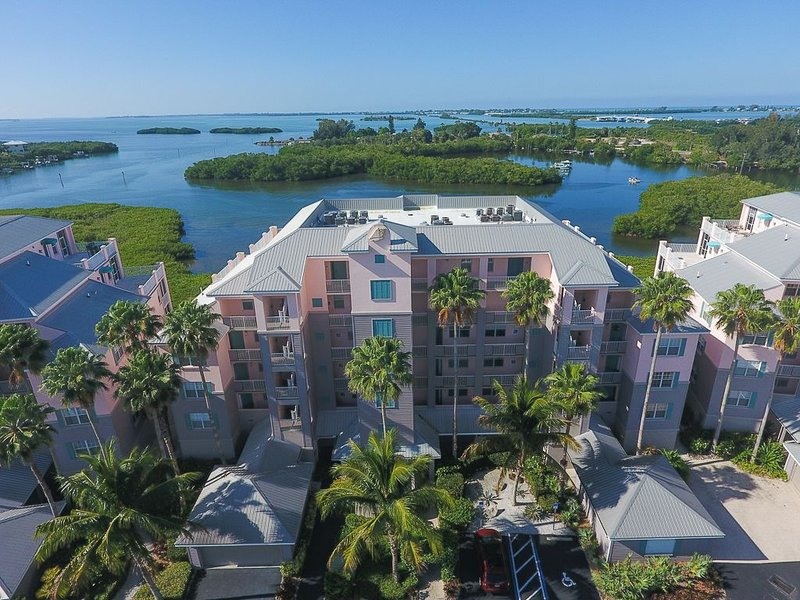 Welcome to Boca Breeze! Harbor view! Next door to Boca Grande and Rotonda West., vacation rental in Placida