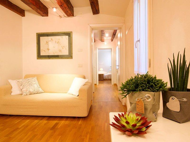 Charmant Apartement Au Coeur De La Ville, Près Du Pont De Rialto, aluguéis de temporada em Cannaregio