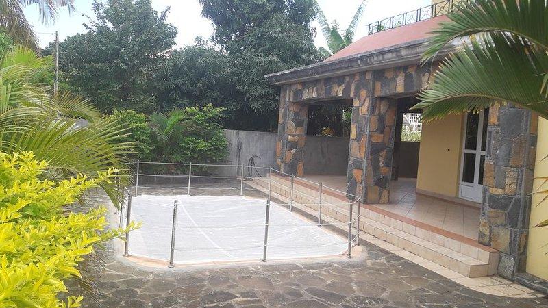 Appart de 100 mètres carrés proche plage, aluguéis de temporada em Mapou