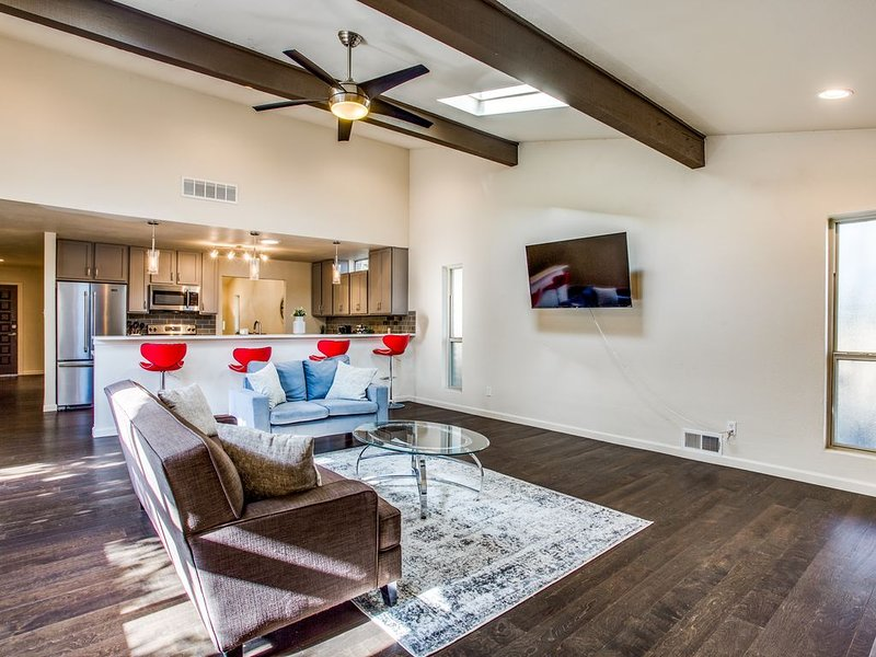Lake Highlands Dallas getaway or Relocation home, holiday rental in University Park