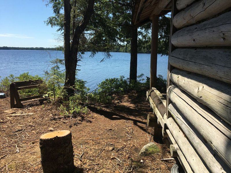 Walk to this secluded lakeside cabin in downeast Maine, vacation rental in Aurora