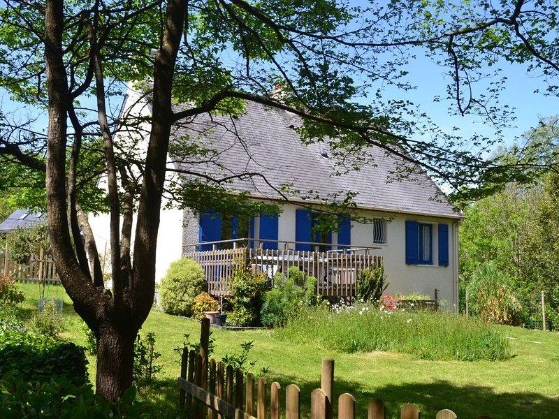 Plage à pied .Possibilité de spa . Maison rénovée jardin cadre verdoyant., holiday rental in Moelan sur Mer