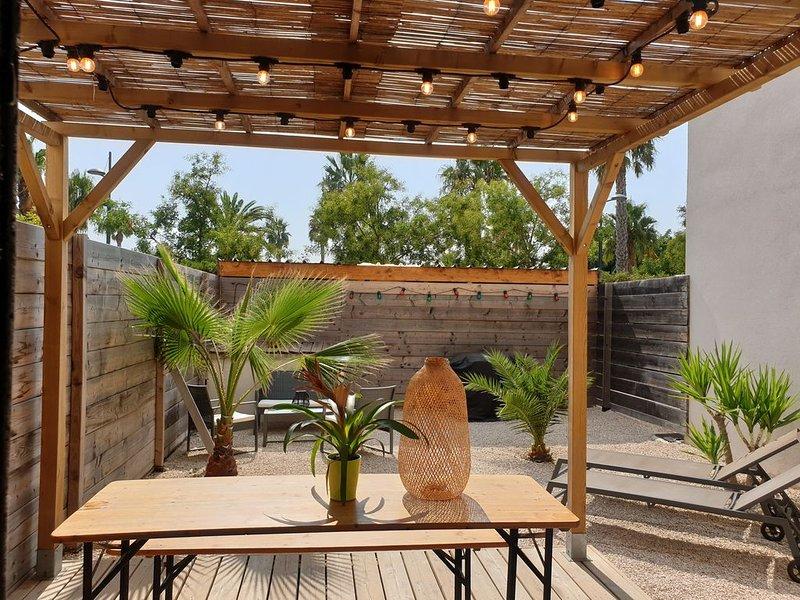 Adorable T3 limite Sanary / Six-Fours avec jardin et parking privé bord de mer, holiday rental in Six-Fours-les-Plages