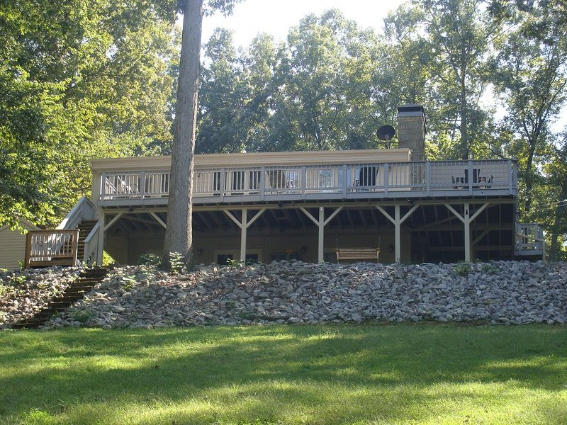 Lake Barkley Waterfront Home, Minutes To State Resort Park, holiday rental in Golden Pond