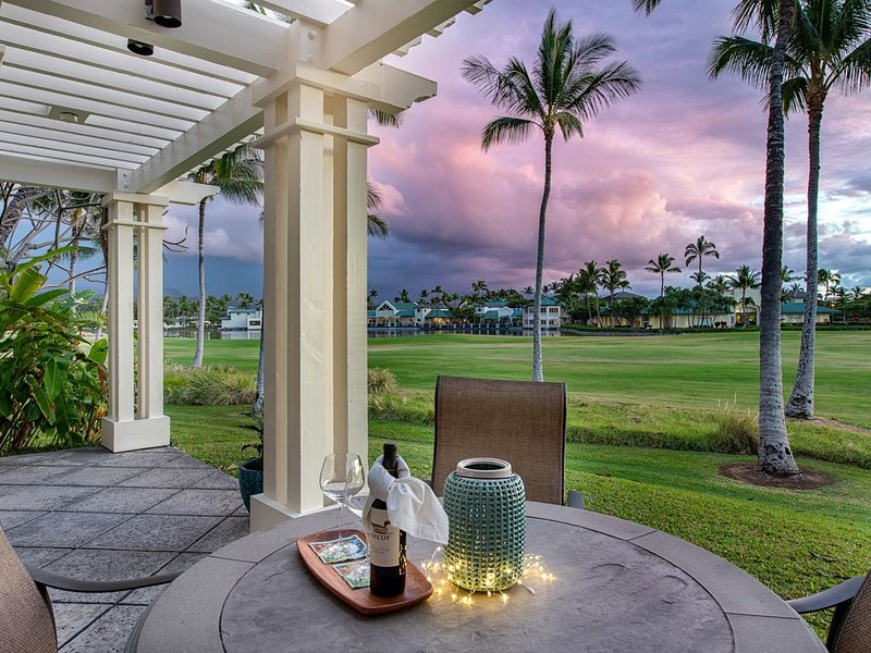 Luxurious 2-Story End Unit Sunset-facing Villa on Golf Course, vacation rental in Puako