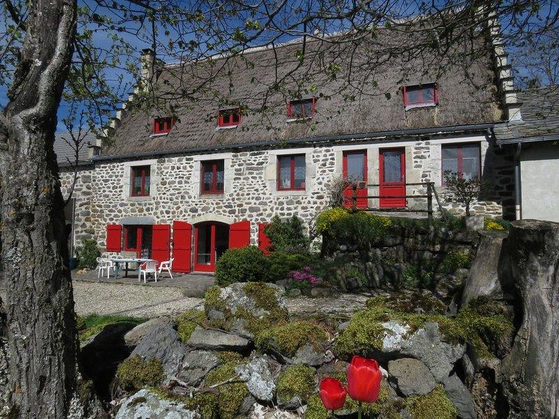 Gîte dans une belle chaumière, à 10mn des Estables, calme et confort asssurés., vakantiewoning in Lachapelle-Graillouse