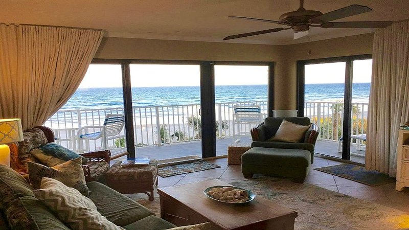 Beautiful Shorehom By The Sea Condo W/ L-shaped Balcony & Panoramic Ocean Views!, vacation rental in New Smyrna Beach