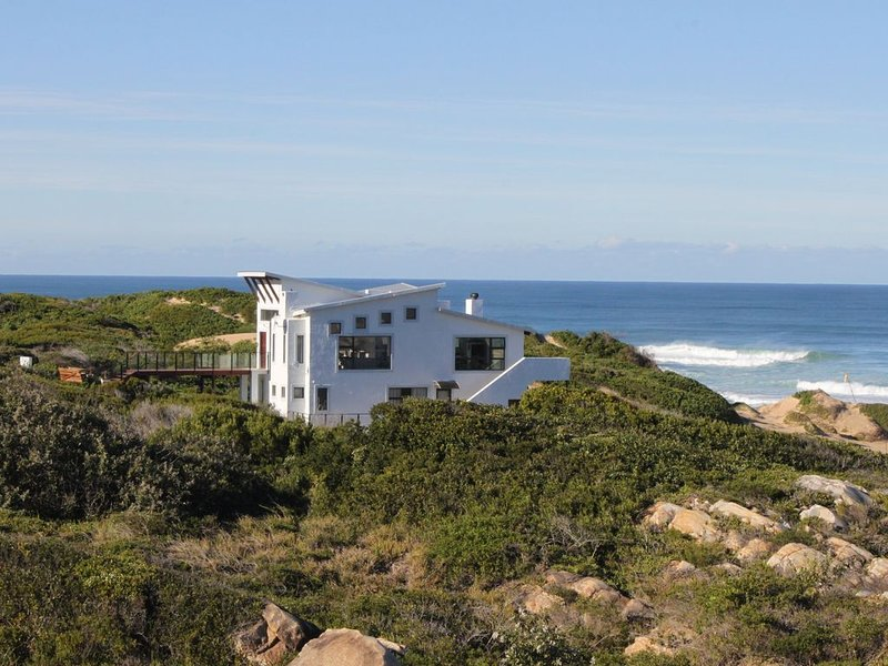 Beautiful sea view, walk out of the house onto the dunes and beach. Quiet, holiday rental in Saint Francis Bay