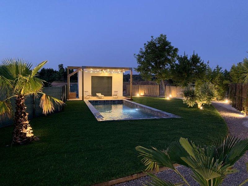 Villa contemporaire  avec piscine  et annexe à Aix-en-Provence, holiday rental in Bouches-du-Rhone