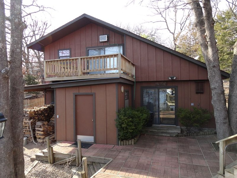 GAST HAUS-Lakefront Guest House with 'Park-Like' Setting, vacation rental in Garfield