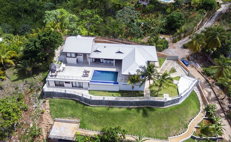 Luxury Villa for 15, Ocean and Mountain View ,  Chef Optional!, holiday rental in Nagua