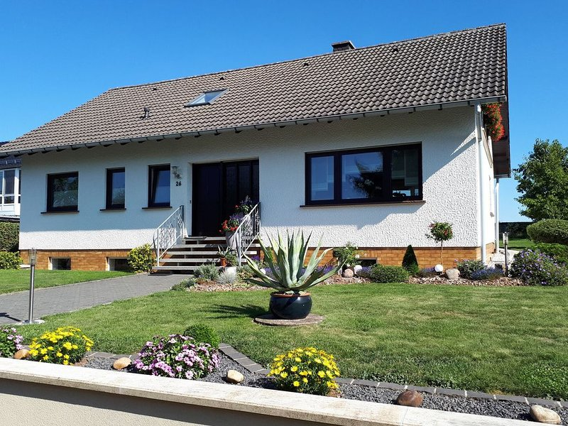 Spacious apartment near the forest in Emmelbaum in the Eifel, casa vacanza a Wallendorf
