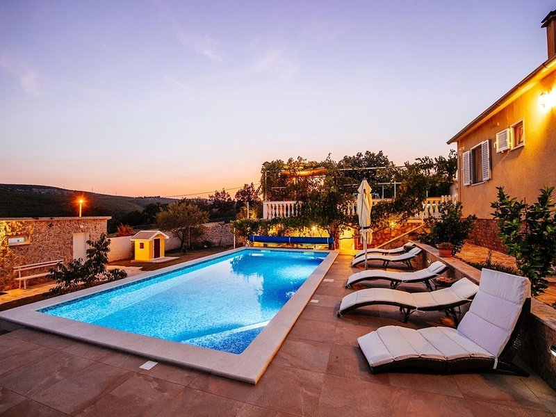 Stunning Villa in Zaton Obrovacki with Swimming Pool, location de vacances à Gracac