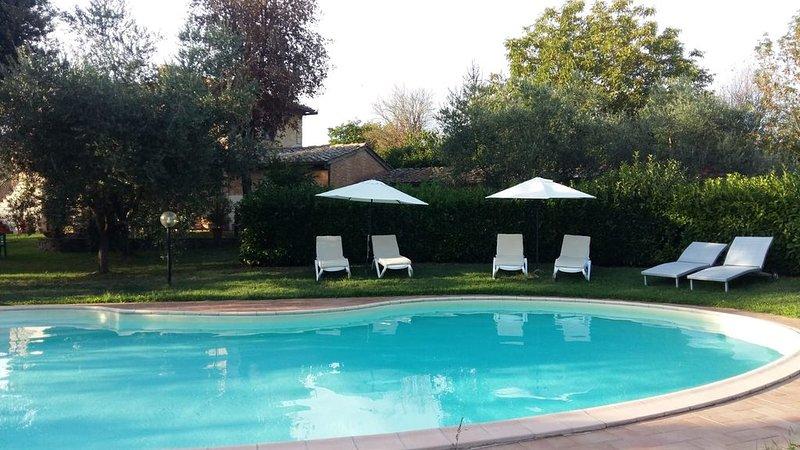 Fantastica villa con piscina e giardino zona Siena, Toscana, vacation rental in San Rocco a Pilli