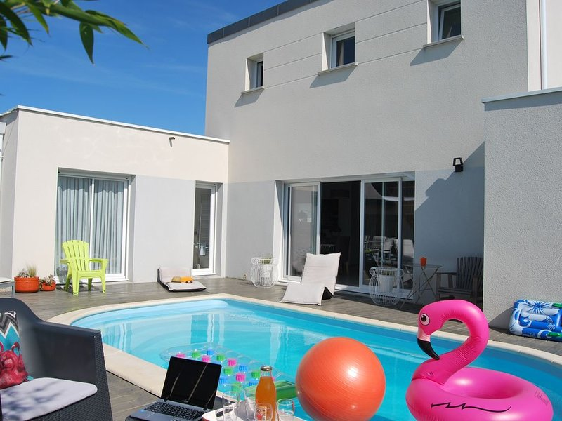 Maison contemporaine avec piscine privée, proche plages Cap Fréhel, Sables d'Or, vacation rental in Plevenon