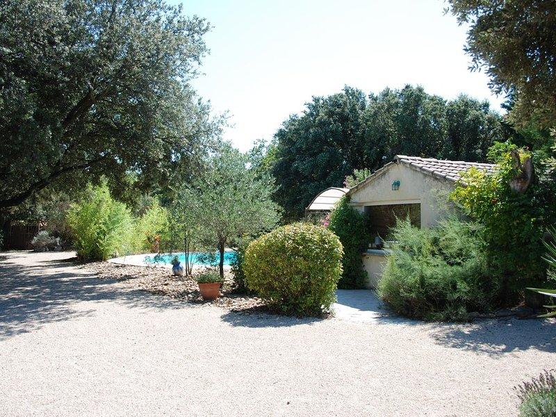 L Enclos entre chenes et vignes piscine privée, location de vacances à Uchaux