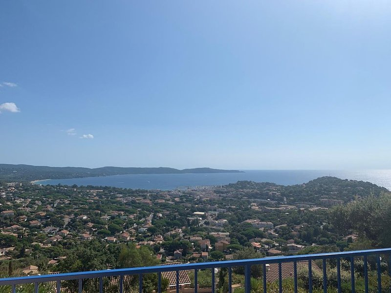 Bel Appart T3 Calme, Magnifique vue mer, Loggia + 2 terrasses, Piscine, Parking, holiday rental in Cavalaire-Sur-Mer