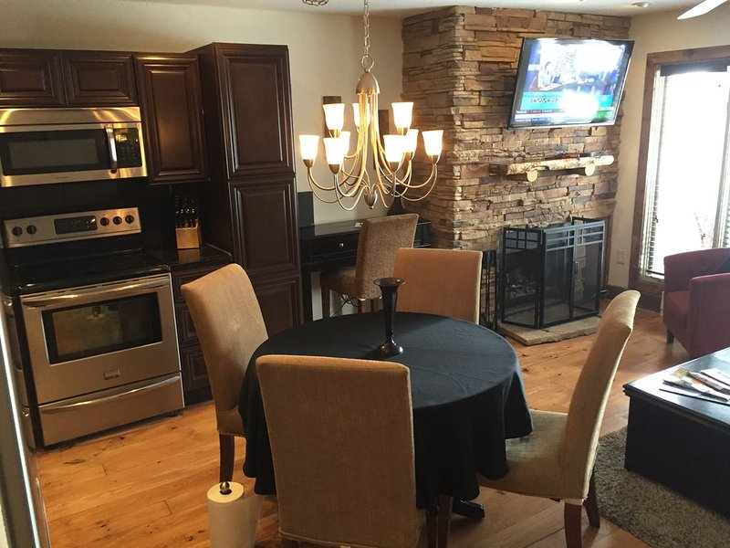 Location, Location... Across Street From Base Of Peak 9, Right In Town!, vacation rental in Breckenridge