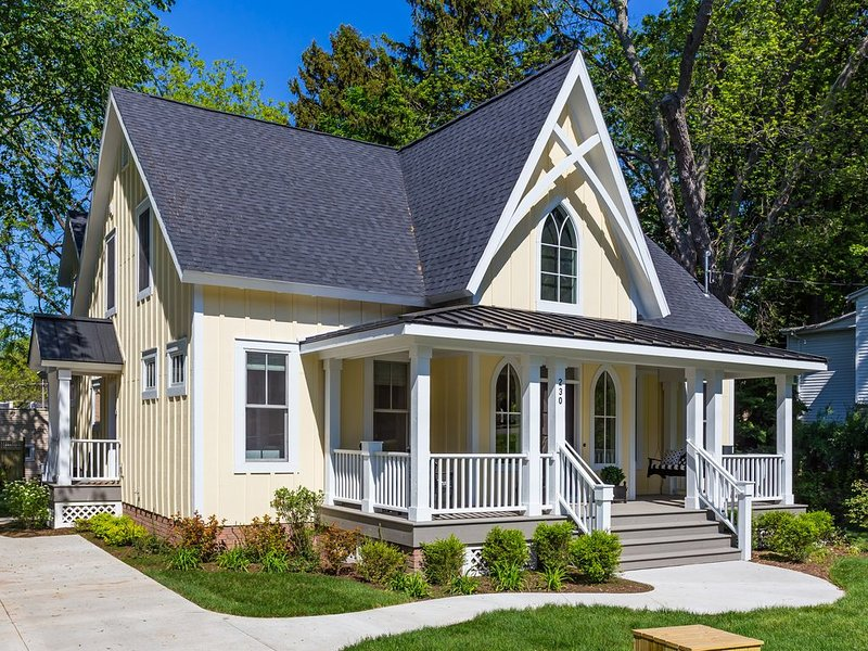 Tuck'd Away - Newly Built Vacation Home Located in Downtown Saugatuck, alquiler de vacaciones en Allegan County