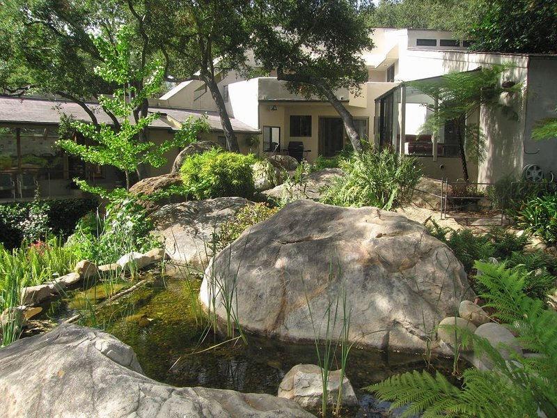 A Serene Home on Tree Lined Mission Creek in the Middle of Nature – semesterbostad i Santa Barbara
