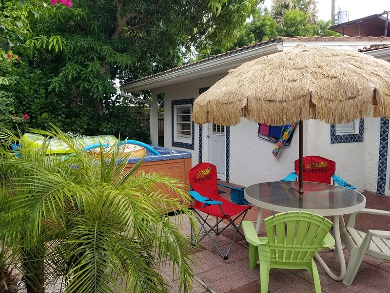 The Beachy Bungalow is Rolling Back it's Prices, BOOK NOW!!!, alquiler de vacaciones en Clearwater